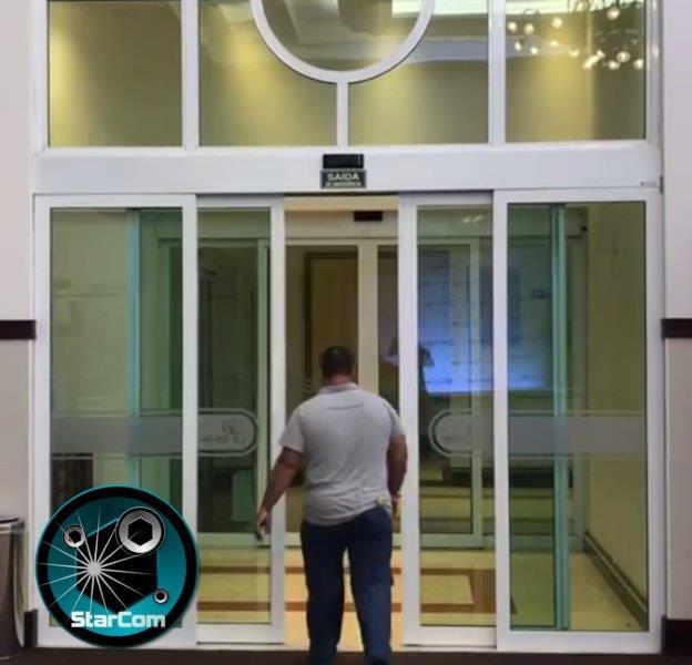 Porta de vidro com sensor
